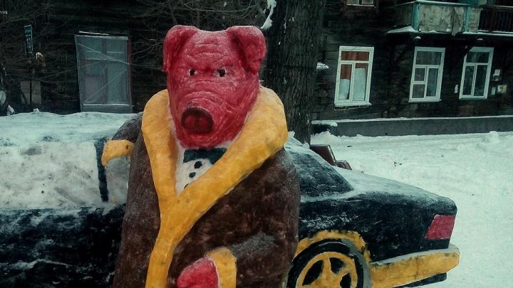 В Ленинском районе появилась скульптура богатого свина с «Мерседесом»