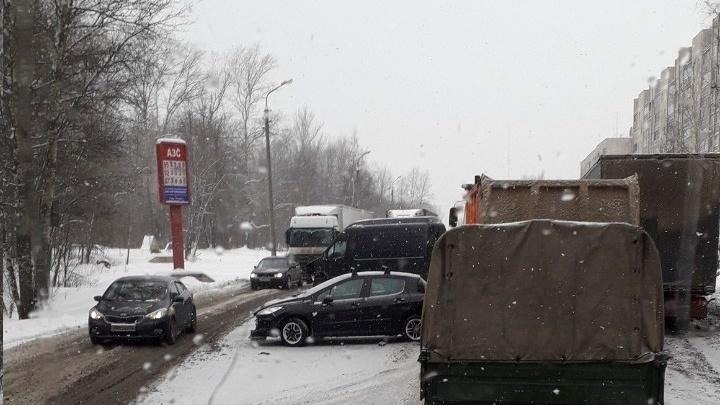 Бум аварий в городе: Ярославль встал в девятибалльные пробки. Хроника дня