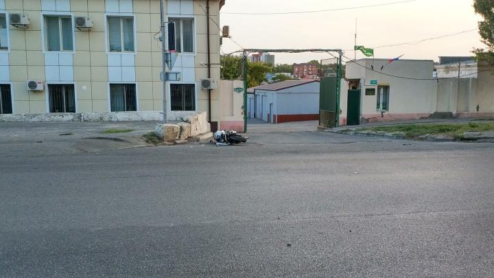 В Ростове байкер на большой скорости сбил пешехода. Погибли трое