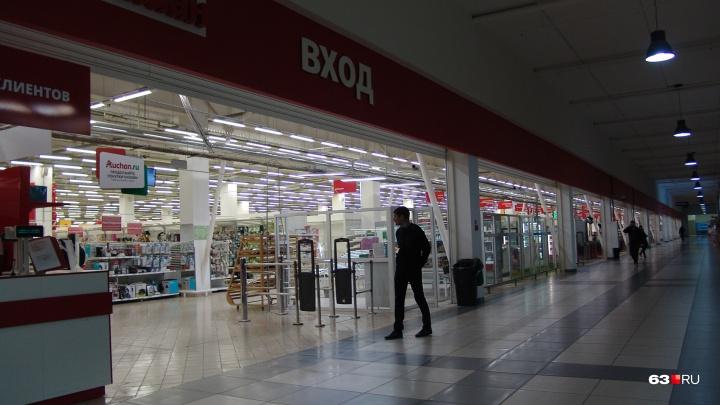 Еще один суд запретил «Ашану» съезжать из торгового центра «Московский»