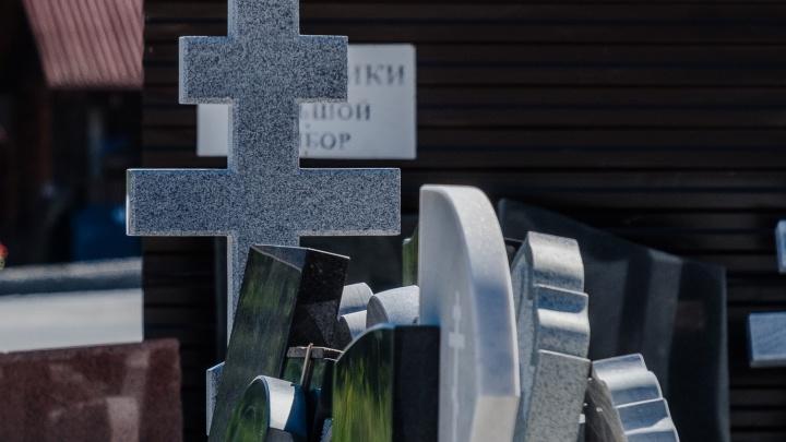 «Гробы несут чуть ли не на руках»: в Усть-Качке закрыли кладбище, но люди продолжают там хоронить