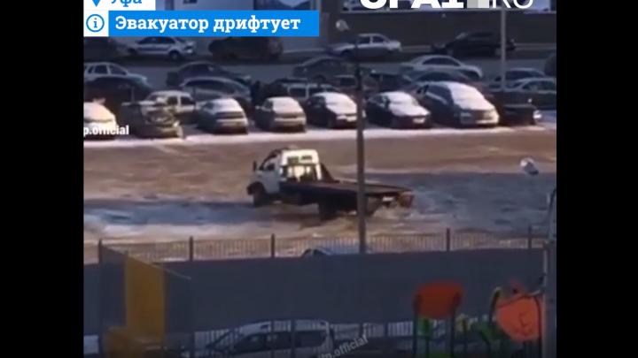 Водитель эвакуатора устроил дрифтв Уфе,очевидец снял всё на видео
