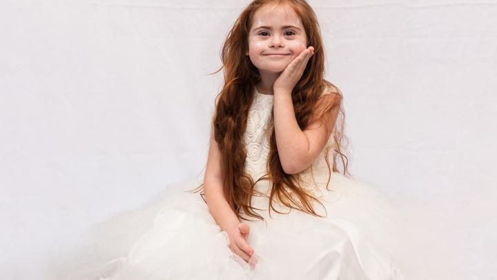«Хотим быть обычными, но пока мы лучше всех»: семилетняя ростовчанка с синдромом Дауна стала звездой