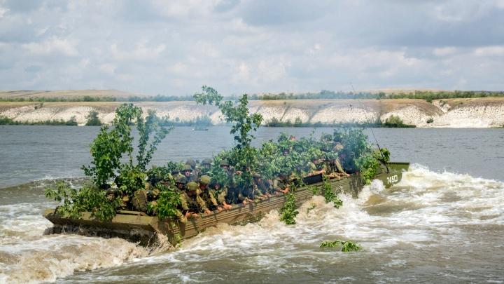 Под Волгоградом десантники прошли 250 километров и форсировали Дон
