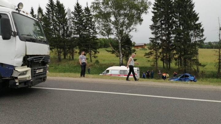 ДТП в Переславском районе: машина влетела в грузовик, пострадали дети