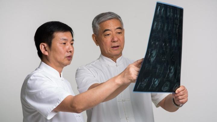 В центре китайской медицины на 5 дней снизили цены на иглоукалывание и массаж: их делает врач из Китая