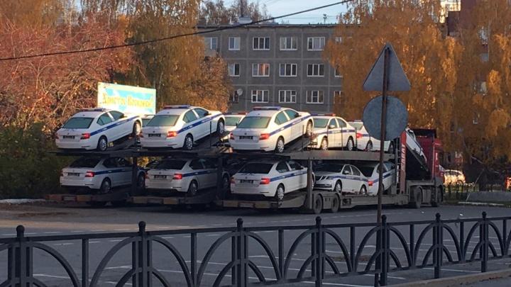 Уральских автоинспекторов пересадят на новые Skoda Octavia: два десятка автомобилей уже привезли