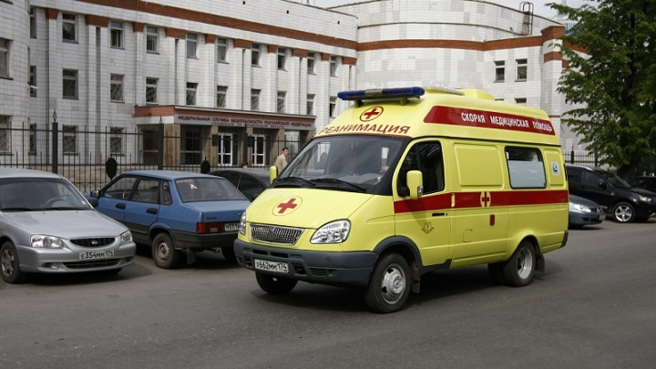 «Зажало дверьми»: ребёнку вызвали скорую из-за происшествия с челябинским трамваем