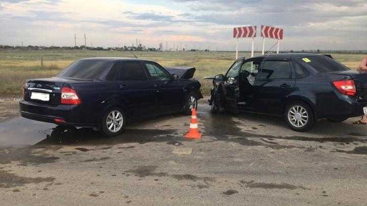 На трассе в Волгограде лоб в лоб столкнулись две Lada — пострадал пятилетний ребенок