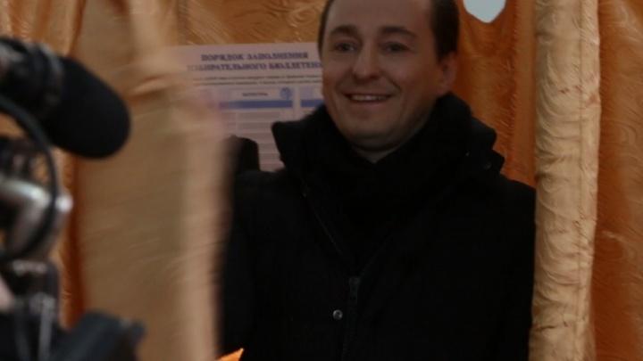 «Я — за мирное небо»: Сергей Безруков впервые проголосовал не по прописке — в Архангельске