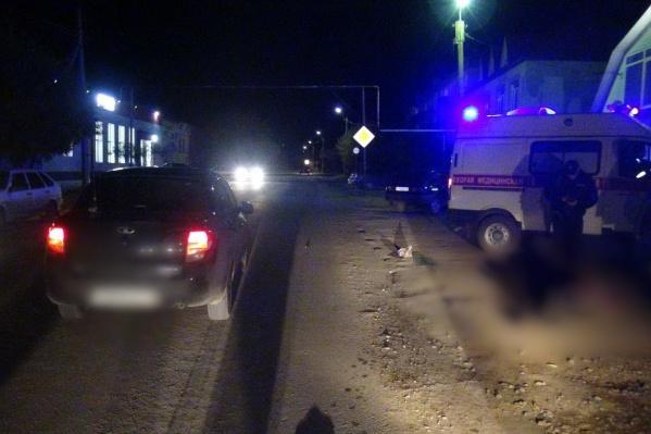 Пешеходы перебегают дорогу в неположенных местах и попадают под колёса машин