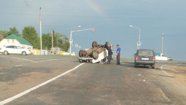 «Кульбит на перекрестке»: на трассе в Башкирии перевернулась легковушка