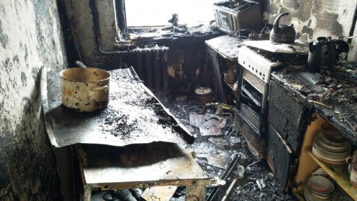 В центре Уфы загорелась квартира: пожарные спасли хозяев из горящего жилища