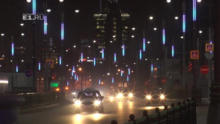 «Такого ещё нигде нет»: светодизайнеры показали новую подсветку на улицах у Центрального стадиона