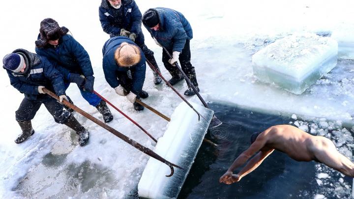 Ныряй с разбегу: в Сормове из-за тонкого льда крещенские купания организуют с берега