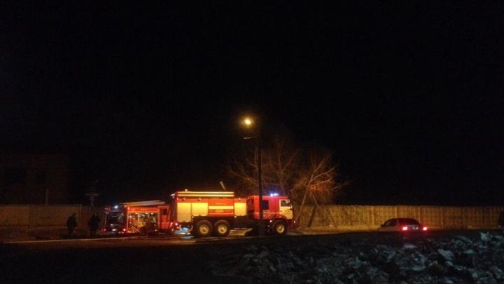 В выходные пожарные зачастили в «Солнечный»: шашлыки на балконе и огонь в бойлерной