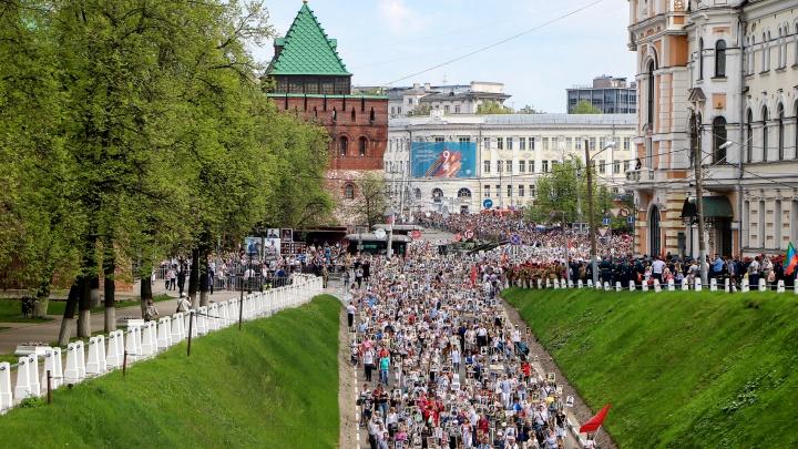 Тысячи нижегородцев прошли по Нижнему Новгородув «Бессмертном полку» с фотографиями своих героев