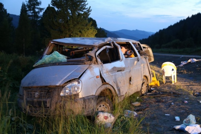 Микроавтобус после аварии