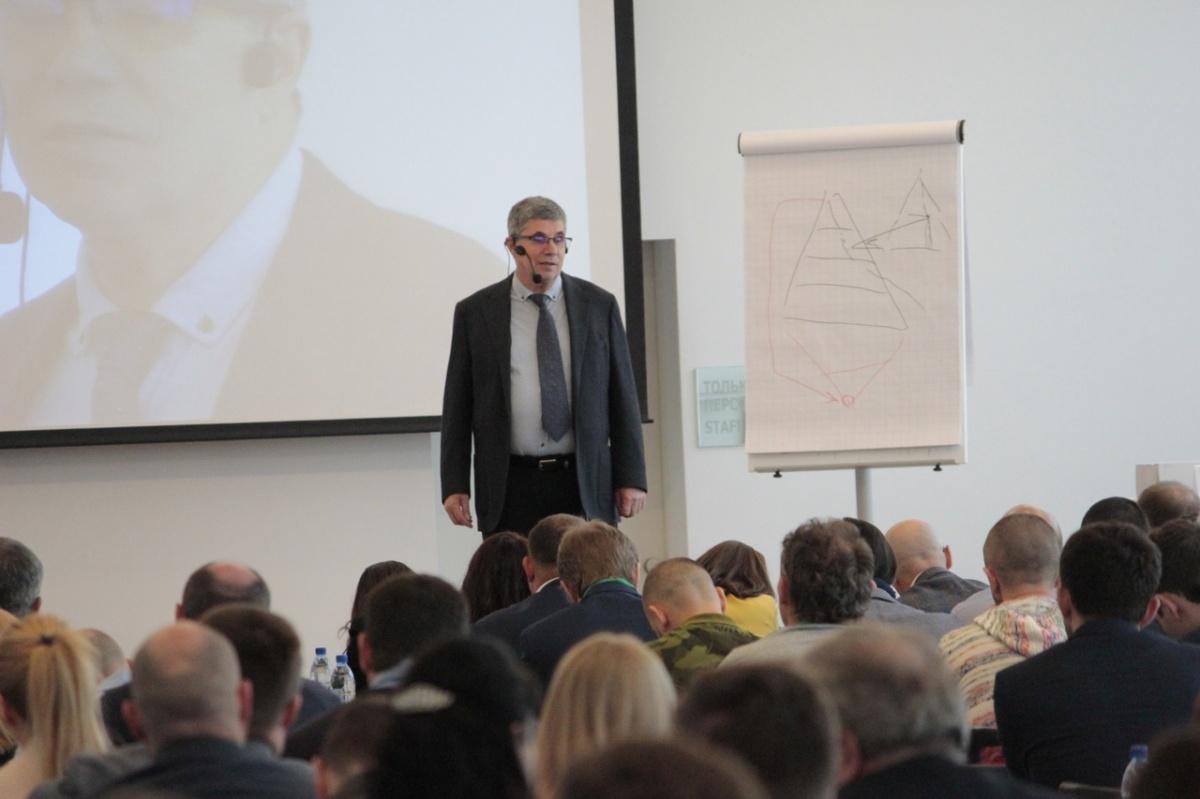 «Управления без борьбы не бывает»: в Екатеринбург приедет известный бизнес-коучВладимир Тарасов