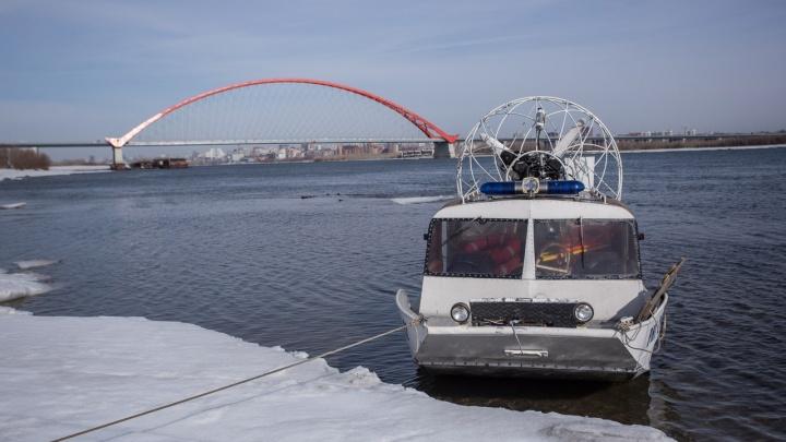 Лёд тронулся: спасатели начали выгонять рыбаков с водохранилища