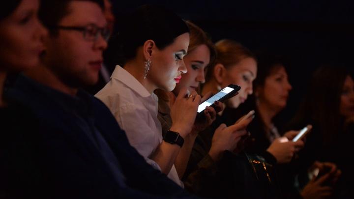 Ваш айфон вас подслушивает? Колонка о том, можно ли следить за людьми через гаджеты и при чем тут коронавирус