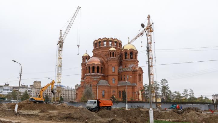 Без конкурса, с предоплатой: мэрия за 29,7 млн рублей заказала фонтан за площадью Павших Борцов