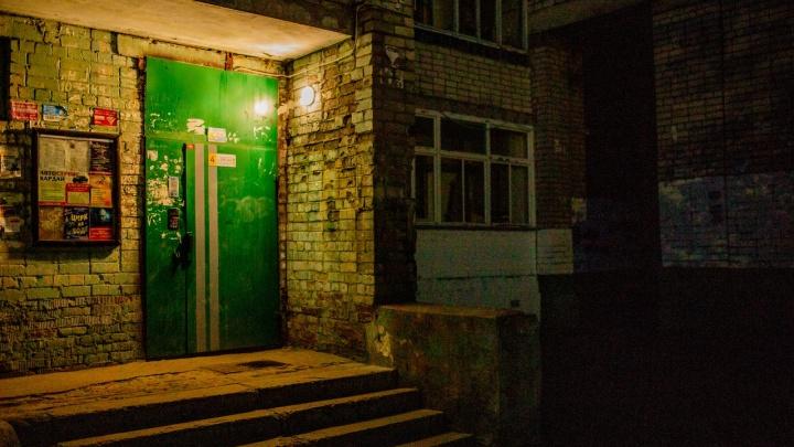 В Ростове взяли под стражу 20-летнего парня, устроившего кровавую резню в подъезде