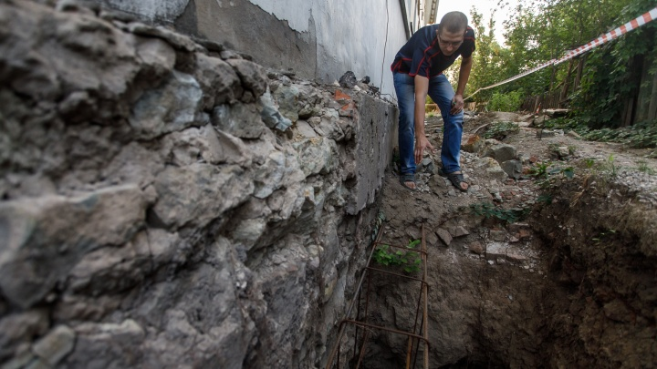 «Три месяца живём, как на войне»: в Волгограде срывают капремонт уникального дома