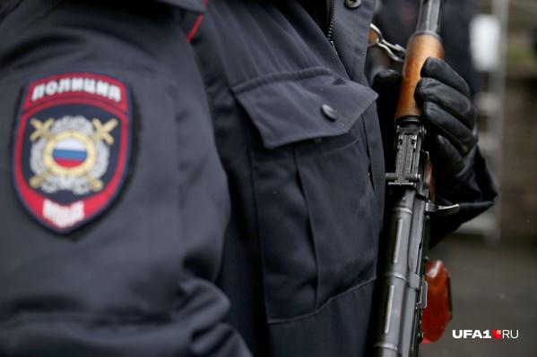 Прибывшие на вызов полицейские обнаружили тело мужчины