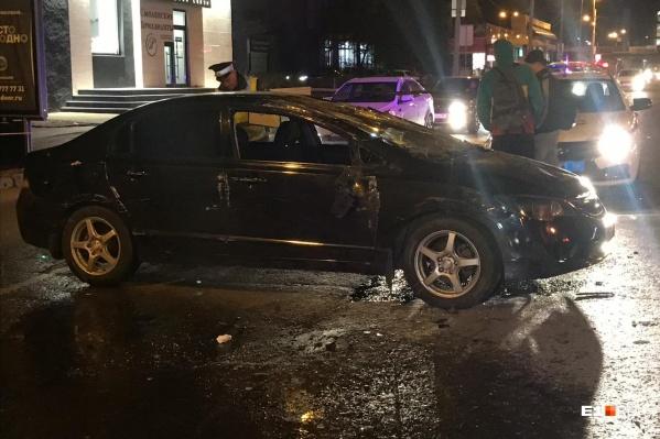Водитель и пассажир перевернувшейся иномарки чудом уцелели