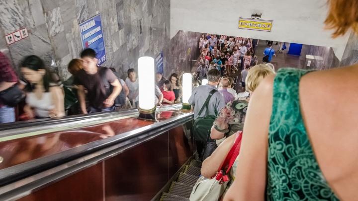 Работу новосибирского метро продлили на час в дни футбольных матчей с Россией