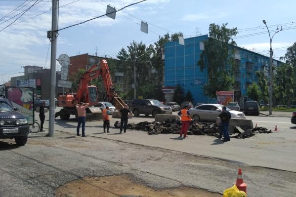 Из-за ремонта на Гоголя 17 июня переместили в сторону контактную сеть троллейбусов