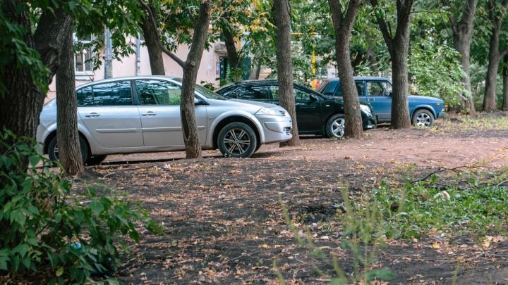 В Самарской области отменили штрафы за парковку на газонах