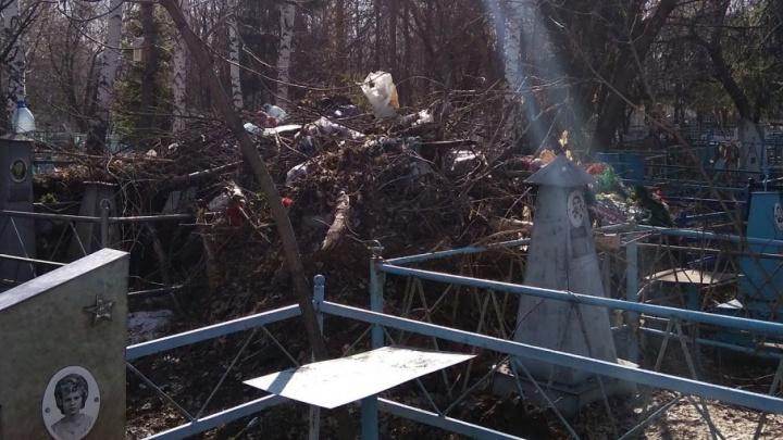 Городские кладбища почистят до 20 июня: с Рябковского кладбища уже вывезли 130 тонн мусора