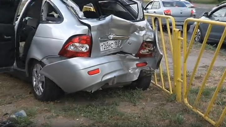 Смяло крышу и багажник: в Тольятти «Форд» столкнулся с «Приорой»
