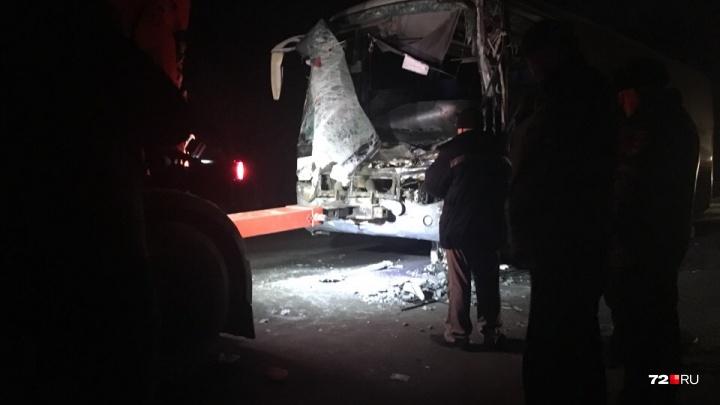 «Тюменьстальмост» пообещал помочь семье водителя автобуса, погибшего в ночном ДТП под Тюменью