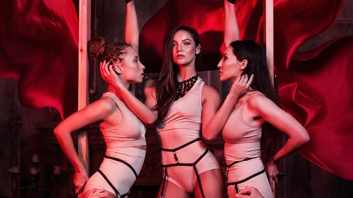 Танцовщица из Новосибирска выпустила видеоролик перед премьерой авторского эротического спектакля