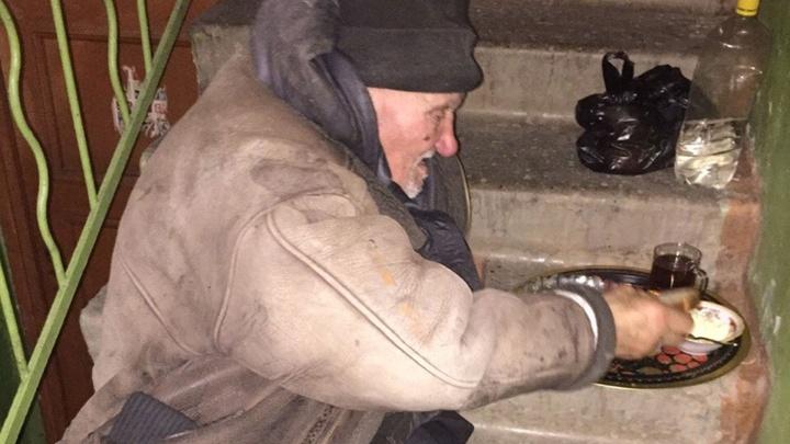 «Вон отсюда или вам поесть?»: челябинский доктор Женя — о том, почему стесняются помогать бездомным
