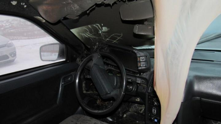 Житель Башкирии получил сильные ожоги рук, пока тушил автомобиль