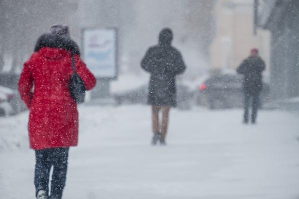 Снегопады и серость— мрачная картина. Это отчасти объясняет хмурость местных жителей