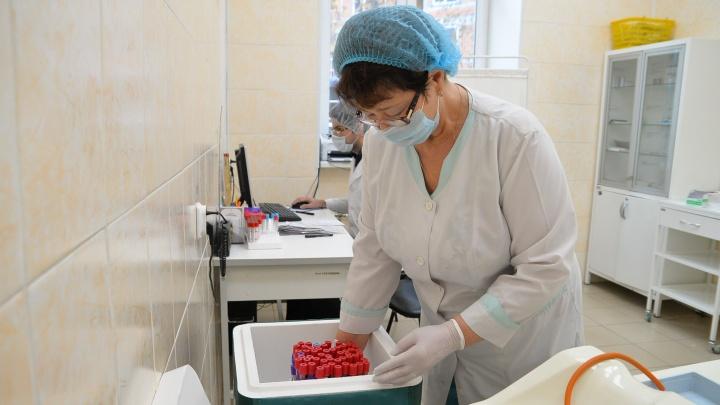ВИЧ-инфицированных екатеринбуржцев заставили в три раза чаще ходить за лекарствами