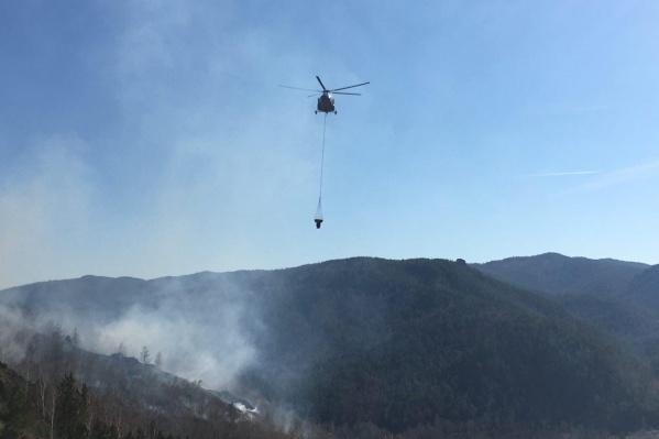 Для тушения пожара был использован вертолёт