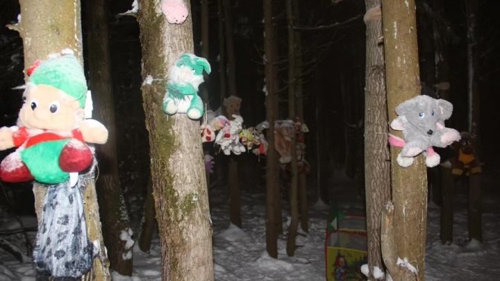 Гнома привязали к дереву: в Соликамске Поляна сказок превратилась в декорации к фильму ужасов