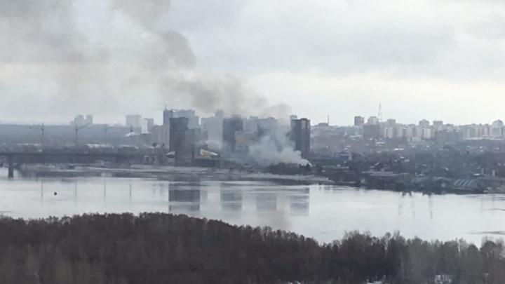 На пожаре возле Димитровского моста погиб человек