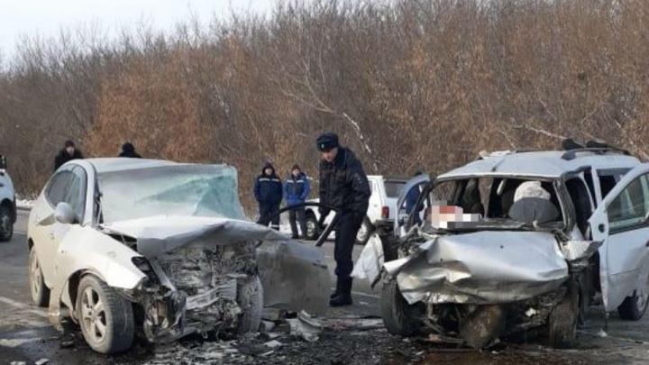 Двое жителей Башкирии погибли в лобовом ДТП в Челябинской области
