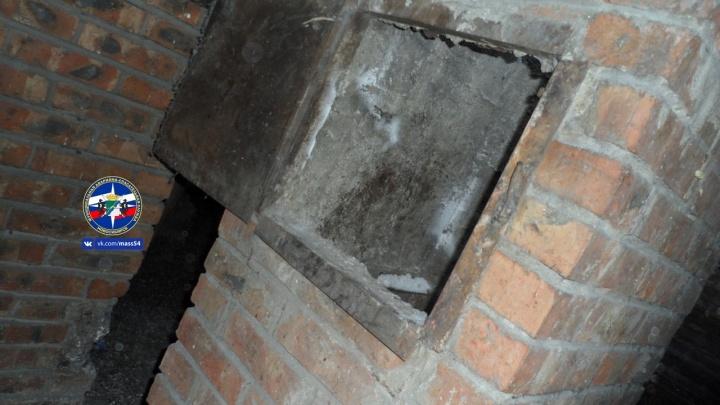 Мужчина застрял в вентиляционной шахте на Софийской: его тело вытащили спасатели