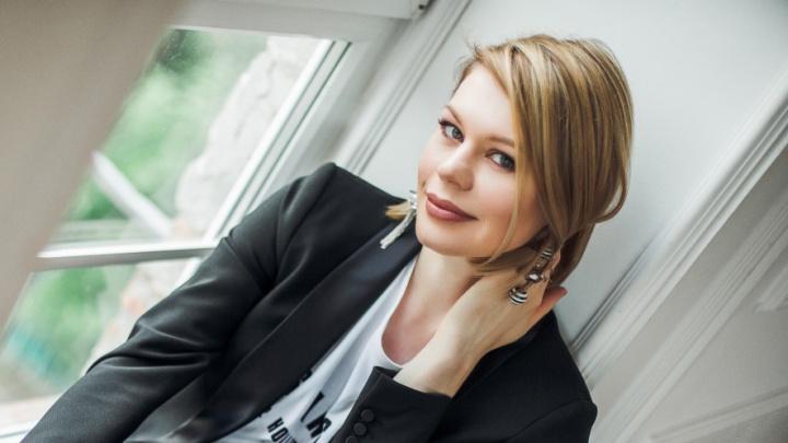 «Выбросите юбочку, кофточку, пальтишко»: разбираем офисный гардероб с опытным стилистом