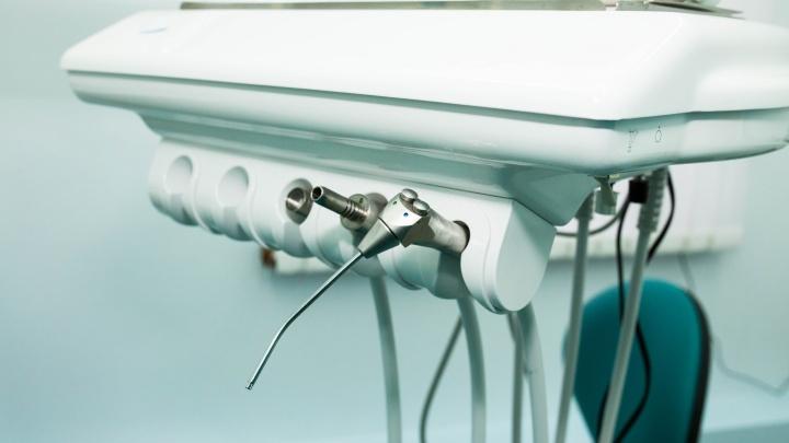 Без образования и оборудования: зубы жителям Ярославской области лечила лжестоматолог