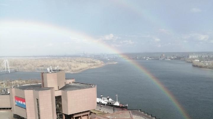 Небо над Красноярском украсила двойная радуга