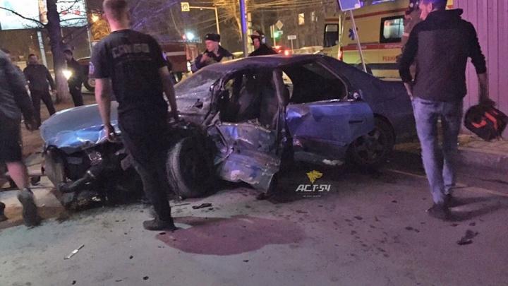 В Заельцовском районе столкнулись две иномарки — есть пострадавшие